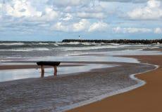 Ławka przed morzem Zdjęcia Stock