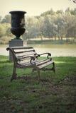 Ławka w parku na tle jezioro Fotografia Royalty Free
