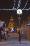 Ławka w parku w zimie z zegarem Obraz Stock
