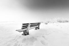 Ławka z lodowym jeziornym chiemsee Fotografia Stock