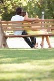 ławki pary parka obsiadanie wpólnie Fotografia Stock