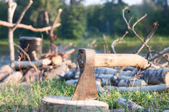 Ax stuck in a log Royalty Free Stock Photos