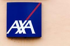 AXA logo på en vägg royaltyfri fotografi