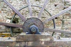 Axe et rais de roue d'eau Image libre de droits