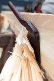 Axe o corte na madeira Foto de Stock Royalty Free