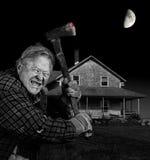 Axeman loco y casa vieja de la tabla del cedro Imagen de archivo