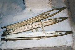 Axes, navettes avec des fils pour les filets de tissage ou tapis Photographie stock