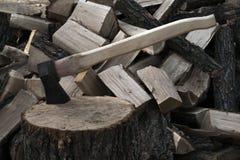 Axt und Brennholz Lizenzfreies Stockbild