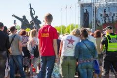 Ay 9, beröm 73 år efter världskrig 2, folk, blommar Arkivfoton