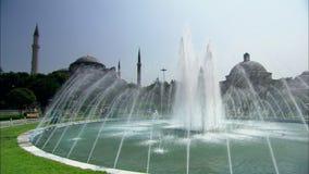 Aya Sophia Mosque in Istanboel met fontein stock videobeelden