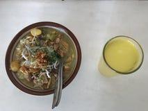 Ayam Lamongan de Soto ou canja de galinha de Lamongan foto de stock royalty free