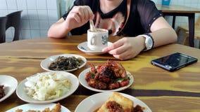 Ayant le repas ensemble Photographie stock