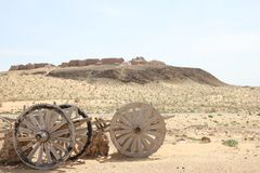 Ayaz-Kala com um carro de madeira Imagem de Stock Royalty Free