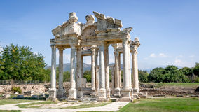 Aydin,土耳其- 2015年10月9日:性欲古老废墟的巨大的门户在Geyre, Aydin 免版税库存照片