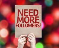 Ayez besoin de plus de disciples ? écrit sur le fond coloré avec les lumières defocused image libre de droits