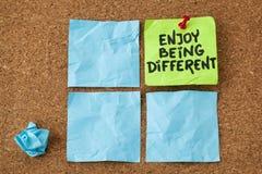 Ayez plaisir à être différent images stock