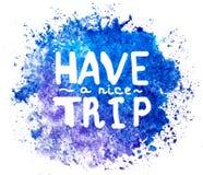 Ayez un voyage gentil Lettrage et tache Carte de voeux Texte sur la tache watercolored d'éclaboussure dans la couleur bleue d'iso illustration stock