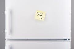 Ayez une grande note de jour sur le papier collant jaune-clair Images stock