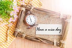 Ayez une montre de carte et de poche de beau jour à 6h du matin Photos stock