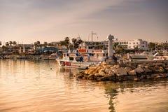 AYIA NAPA,塞浦路斯- 2016年4月04日:Ayia Napa港口sunse的 免版税库存图片