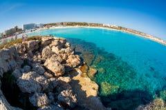 AYIA NAPA,塞浦路斯- 2016年4月01日:Nissi海滩,一mos 库存照片