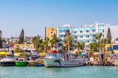 AYIA NAPA,港口- 2016年7月16日:Ayia Napa港口  港口当前是一个著名旅游胜地 免版税库存照片