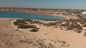 Ayia Napa, Κύπρος ανωτέρω στην παραλία Makronissos απόθεμα βίντεο