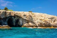 海角在Ayia Napa附近的格雷科洞 法马古斯塔区,塞浦路斯 免版税图库摄影