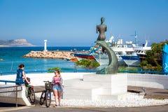 AYIA NAPA CYPR, KWIECIEŃ, - 21, 2017: Widok główny plac w kierunku morza Zdjęcia Royalty Free