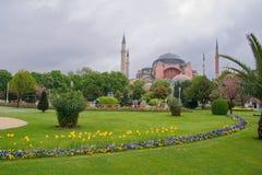 Ayia Sophia en tuinen in Istanboel, Turkije Stock Afbeelding