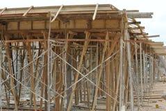 Ayuda de la madera para el encofrado del haz de la madera Imagen de archivo libre de regalías