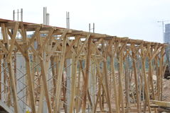 Ayuda de la madera para el encofrado del haz de la madera Fotos de archivo