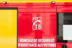 Ayuda del vehículo y de la víctima de la emergencia Fotografía de archivo