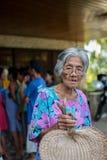 Ayuda que espera de la mujer mayor - terremoto del bohol Fotografía de archivo libre de regalías