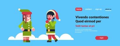 Ayudante de Papá Noel de la muchacha de los pares de los duendes que se une Año Nuevo del día de fiesta de la Feliz Navidad del c libre illustration