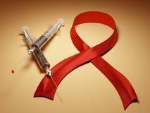 Ayudas. Jeringuillas con sangre y la cinta roja Imágenes de archivo libres de regalías