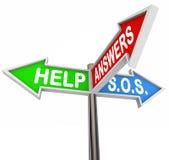 Ayude a apoyar las placas de calle de tres vías para la ayuda y la dirección Foto de archivo libre de regalías
