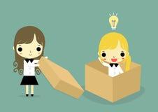 Ayude a pensar fuera de la versión de la mujer de la caja Fotografía de archivo