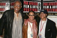 Ayuko Babu met Tamika Lamison en Clinton H. Wallace bij de Pan Afrikaanse Première van het Festival van de Film van ?Layla?. Het T royalty-vrije stock afbeeldingen