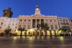 Ayuntamiento Cádiz en la plaza San Juan de Dios fotos de archivo libres de regalías
