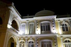 Ayuntamiento colonial en la noche Imagen de archivo libre de regalías