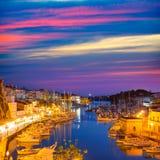 Ayuntamiento de la puesta del sol del puerto del puerto deportivo de Ciutadella Menorca y catedral Fotografía de archivo libre de regalías