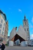 Ayuntamiento de la torre de Gante y de iglesia de Belfort fotografía de archivo libre de regalías