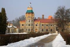 Ayuntamiento de Sigulda situado en castillo del siglo XIX El castillo de Sigulda fue construido en 1878 Foto de archivo