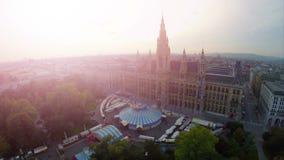 Ayuntamiento de Viena, antena de la belleza de la llamarada de Rathaus en la capital de Europa Austria almacen de video