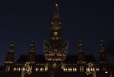 Ayuntamiento de Viena en noche del tiempo de la Navidad foto de archivo libre de regalías