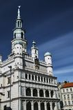 Ayuntamiento del renacimiento con el reloj de la torre Foto de archivo