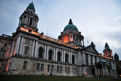 Ayuntamiento en la ciudad de Belfast, Norteh Irlanda imagen de archivo