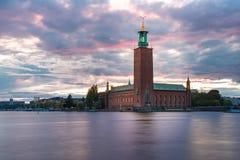 Ayuntamiento en la puesta del sol, Estocolmo, Suecia fotografía de archivo