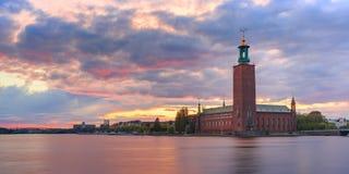 Ayuntamiento en la puesta del sol, Estocolmo, Suecia foto de archivo libre de regalías